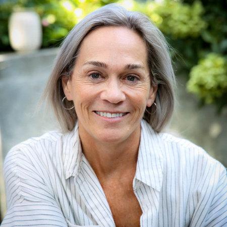 Photo of Deborah Schneider
