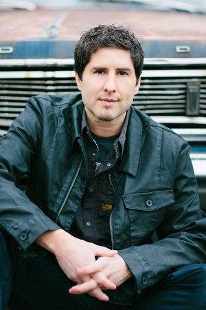 Photo of Matt de la Peña