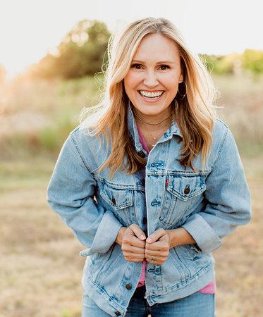 Photo of Jennie Allen