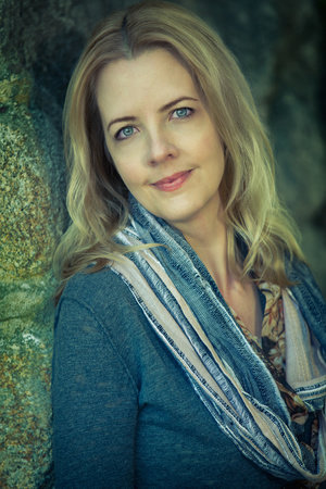 Photo of Lori Benton