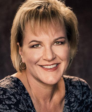 Photo of Lisa Tawn Bergren