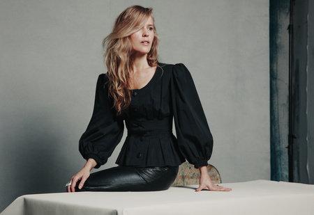 Photo of Claudia Dey